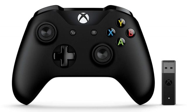 Photo d'une manette Xbox One avec adaptateur sans fil pour Windows 10.