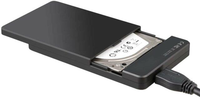 Photo d'un petit boîtier USB avec couvercle ouvert et disque dur visible.